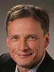 Dr Michael Stiller