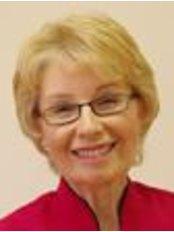 Dr Roseann Shanks