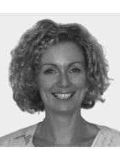 Dr Darina McCartan BDS (Glas)