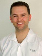 Dr Stewart Lenton